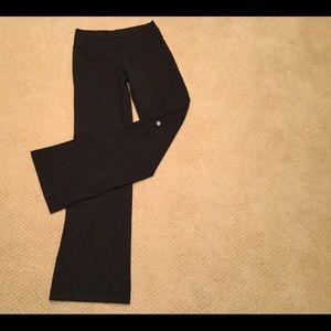 Lululemon Black athletica gym yoga pants size 6